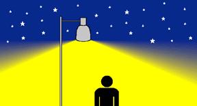 Silueta de persona iluminada por una farola en una noche estrellada