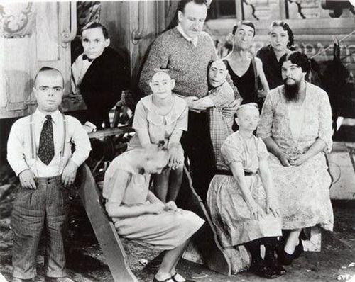 Foto antigua con personas con discapacidad
